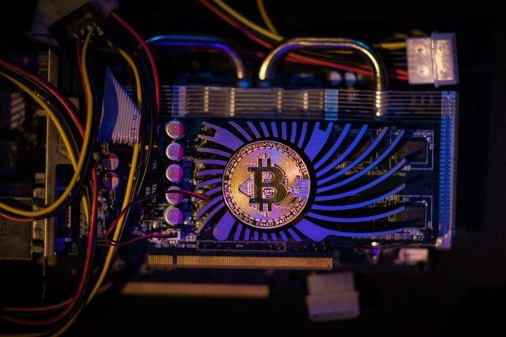 El minado de bitcoin tiene su lado B. Foto: Shutterstock